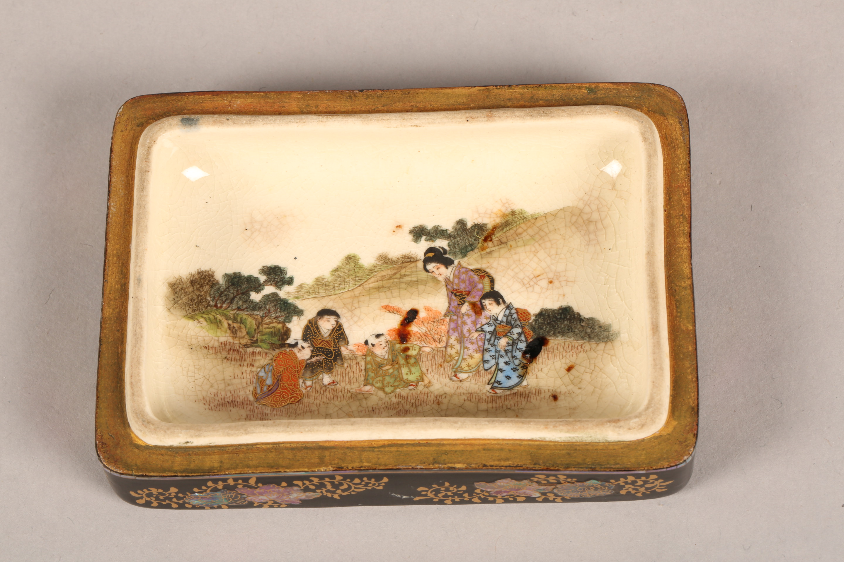 Japanese satsuma rectangular trinket box and cover, decorated internally and externally with - Image 9 of 10