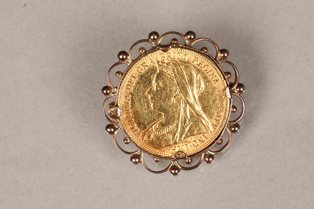 Victorian gold sovereign, dated 1901 in a gold brooch mount.