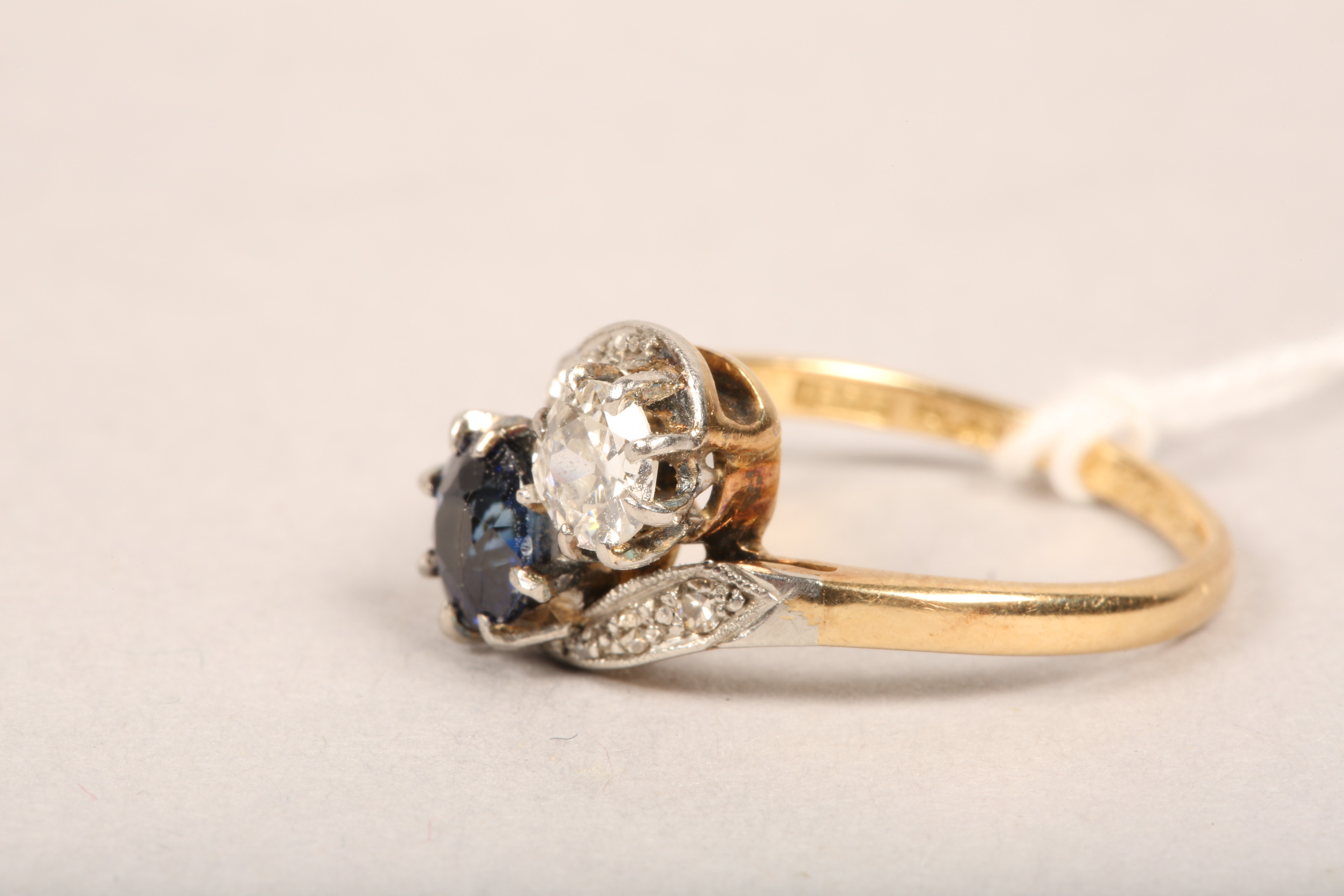 Ladies 18 carat gold diamond and sapphire ring, 0.33 diamond and 0.5 sapphire in twist setting, - Image 4 of 8