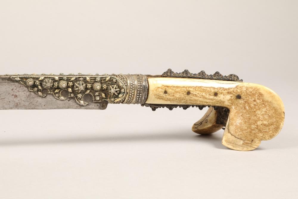 19th century Ottoman sword, heavy bone handle with decorative white metal, steel blade, 58cm - Image 2 of 7