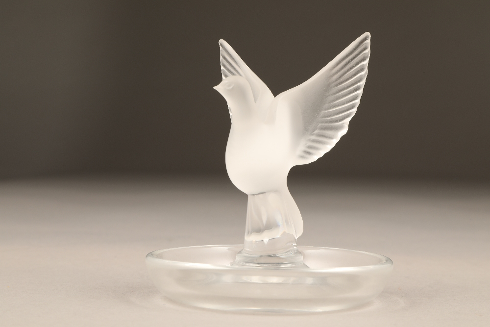 20th century Lalique glass trinket dish, with a central frosted glass dove with open wings, signed