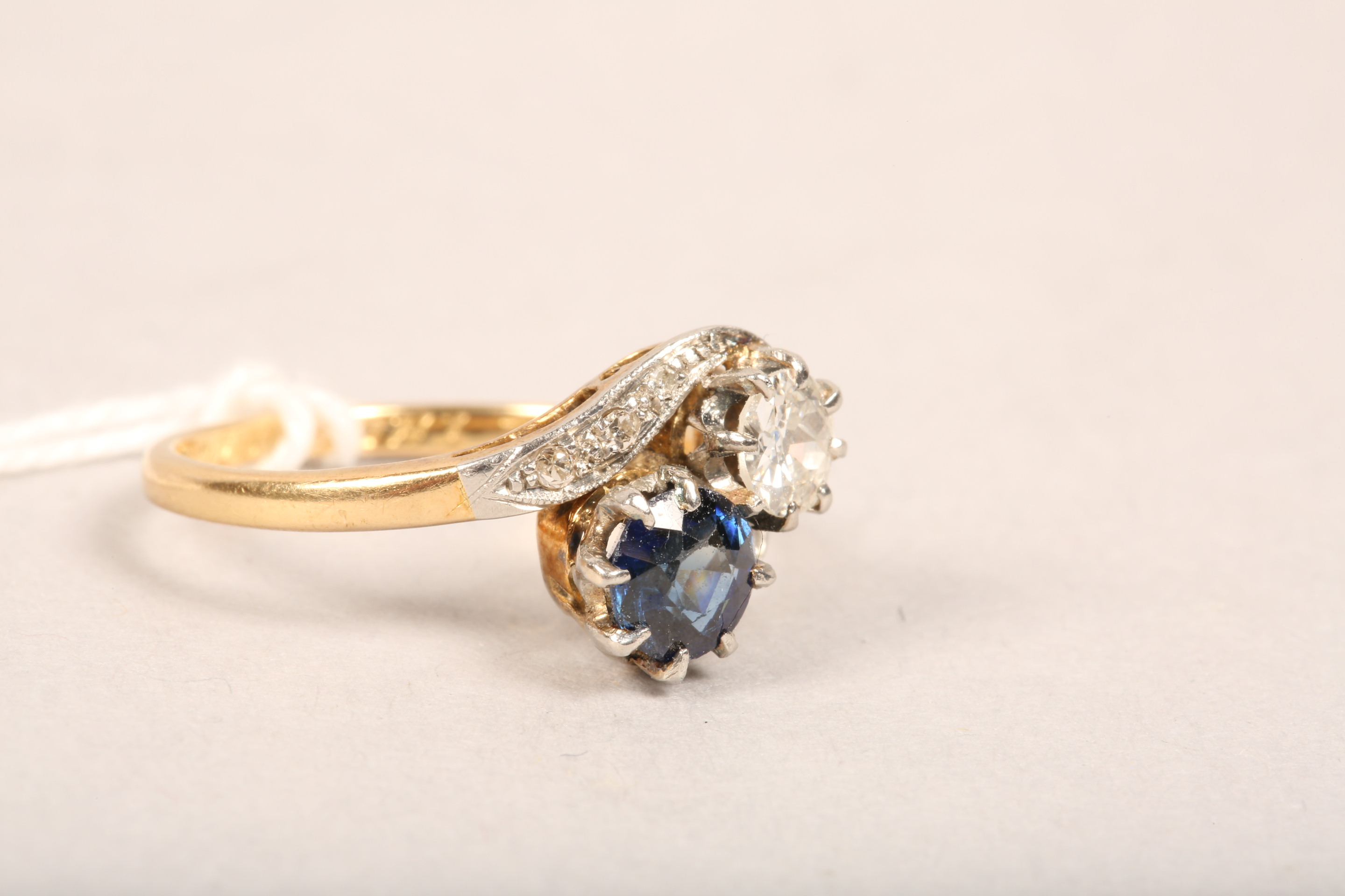 Ladies 18 carat gold diamond and sapphire ring, 0.33 diamond and 0.5 sapphire in twist setting, - Image 5 of 8