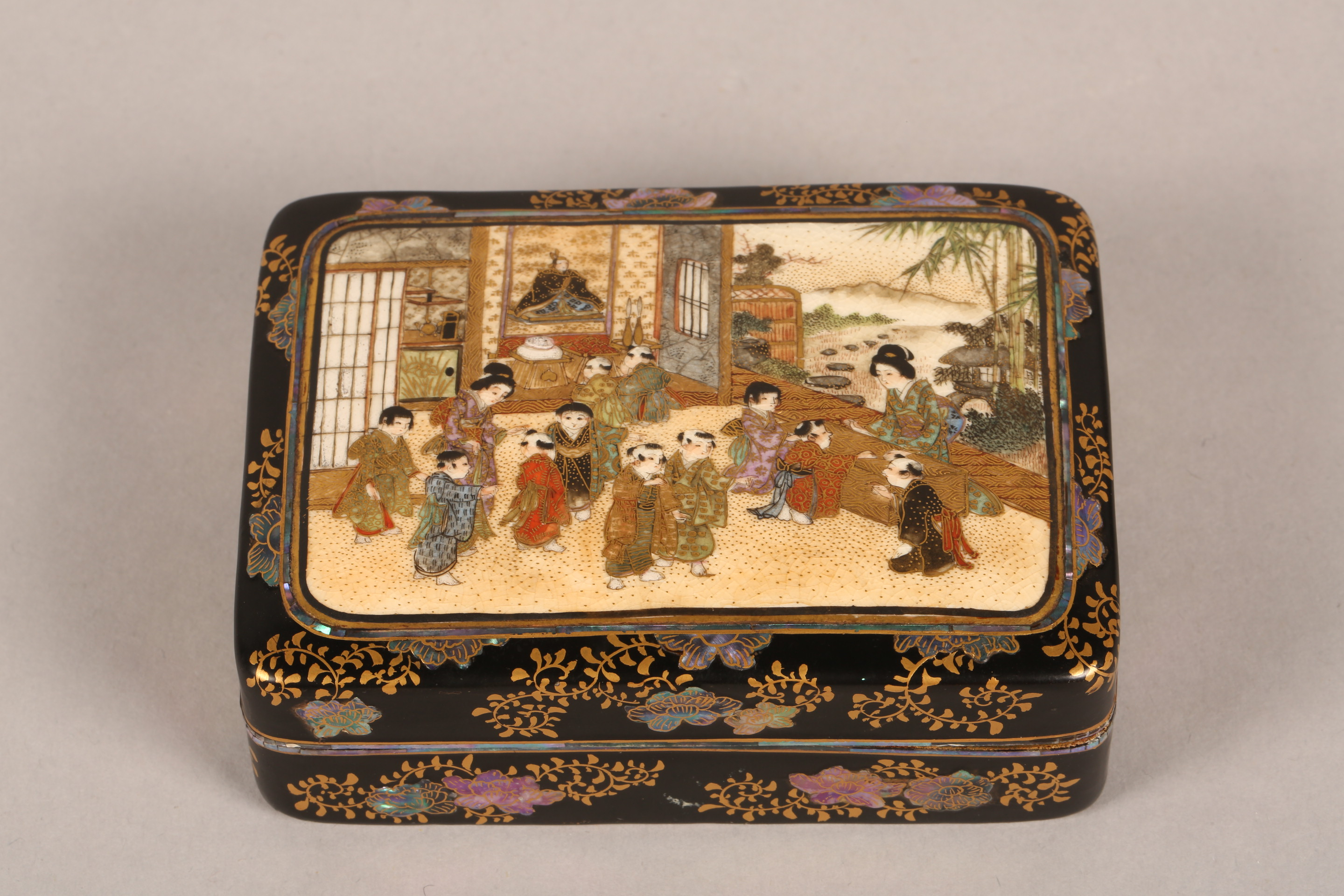 Japanese satsuma rectangular trinket box and cover, decorated internally and externally with - Image 8 of 10