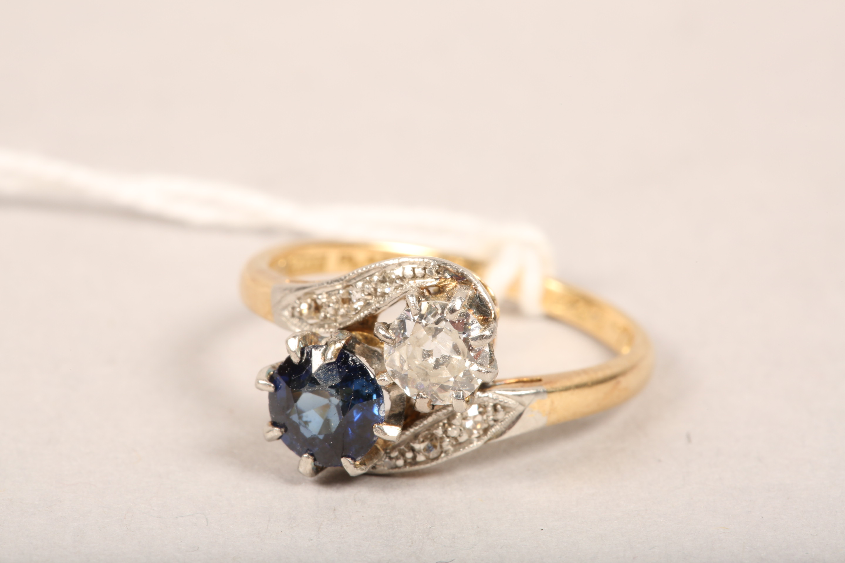 Ladies 18 carat gold diamond and sapphire ring, 0.33 diamond and 0.5 sapphire in twist setting, - Image 6 of 8