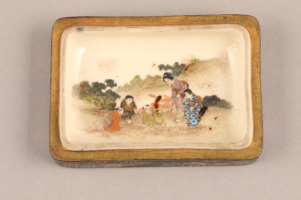 Japanese satsuma rectangular trinket box and cover, decorated internally and externally with - Image 4 of 10