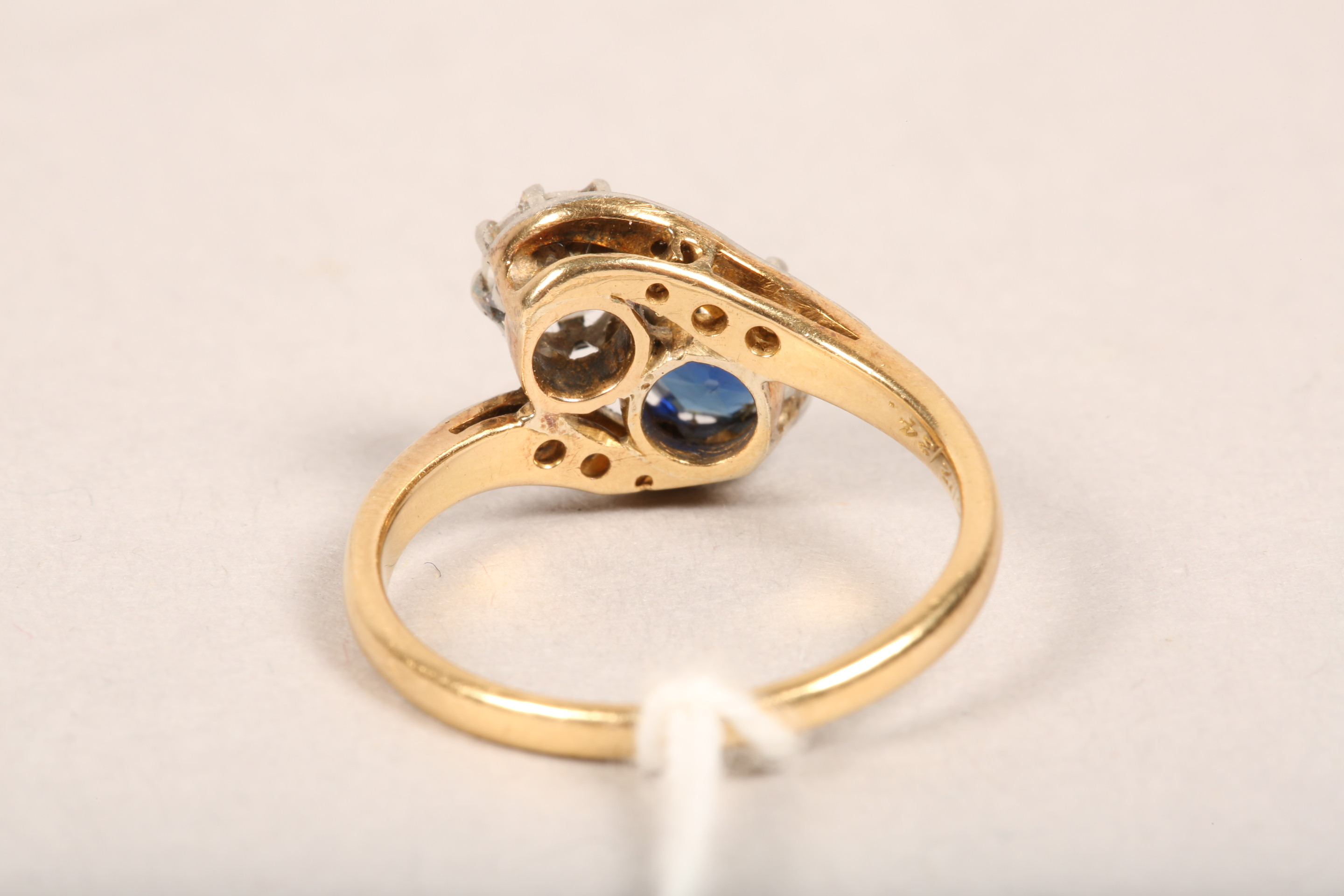Ladies 18 carat gold diamond and sapphire ring, 0.33 diamond and 0.5 sapphire in twist setting, - Image 3 of 8