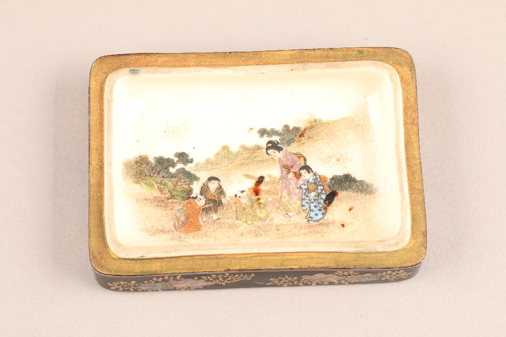 Japanese satsuma rectangular trinket box and cover, decorated internally and externally with - Image 3 of 10