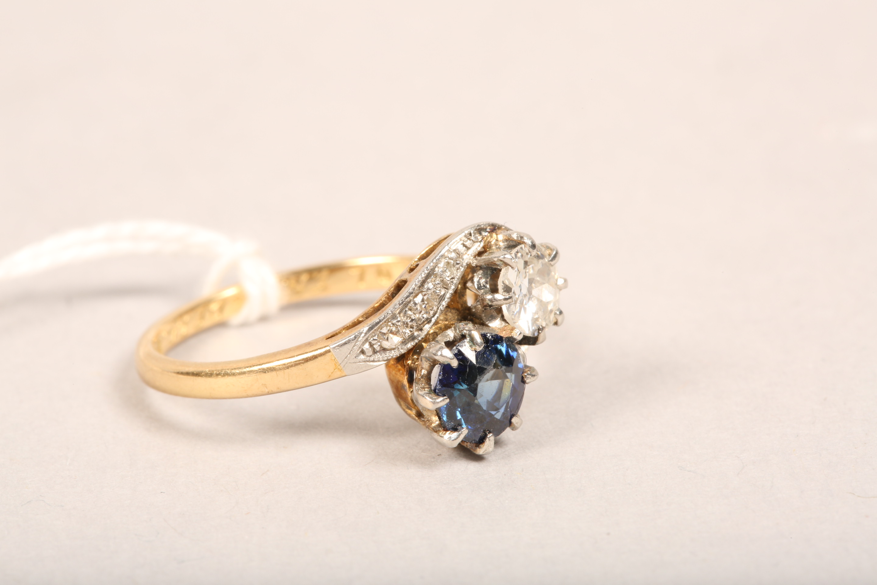 Ladies 18 carat gold diamond and sapphire ring, 0.33 diamond and 0.5 sapphire in twist setting, - Image 2 of 8