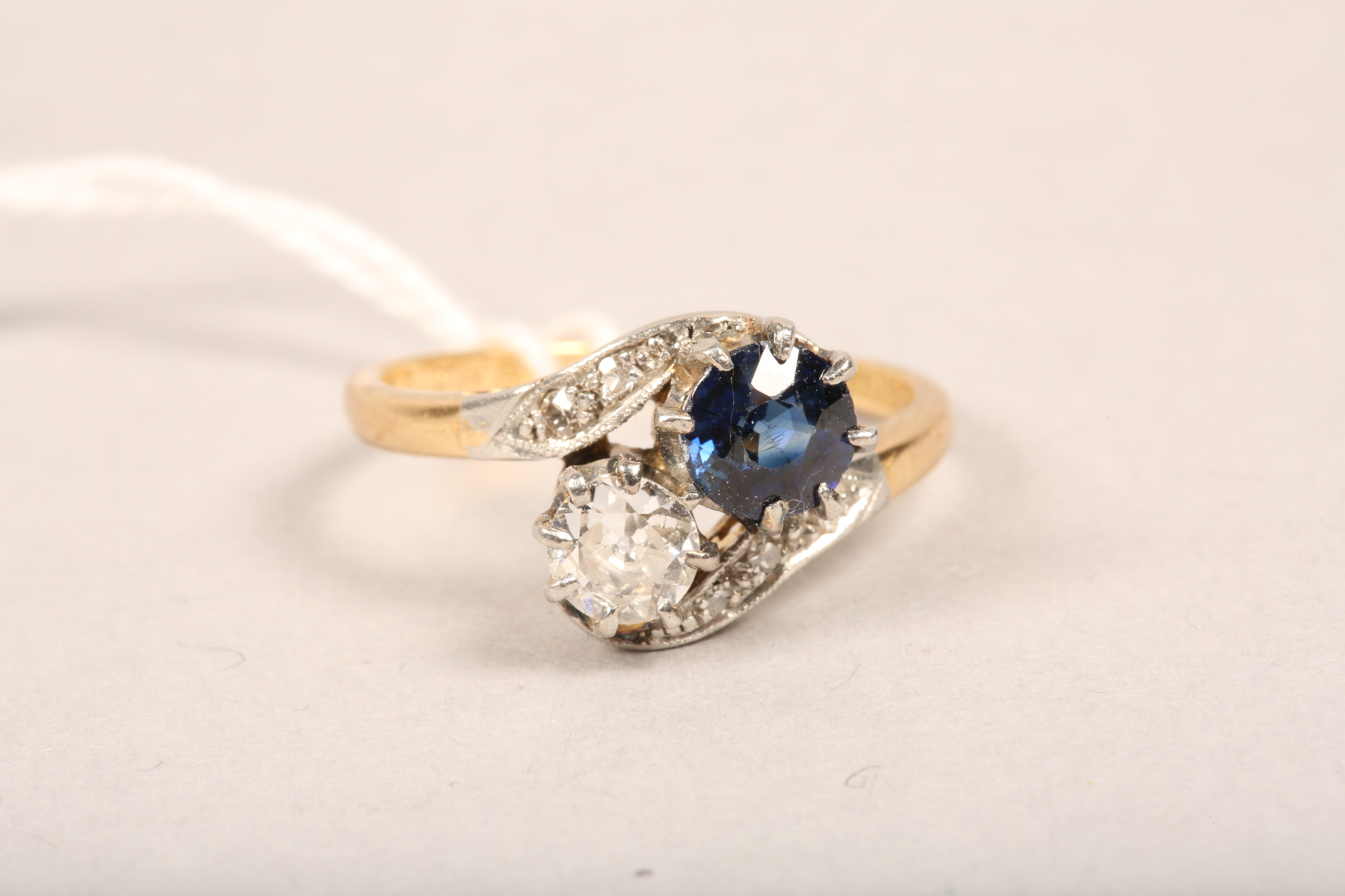 Ladies 18 carat gold diamond and sapphire ring, 0.33 diamond and 0.5 sapphire in twist setting, - Image 7 of 8