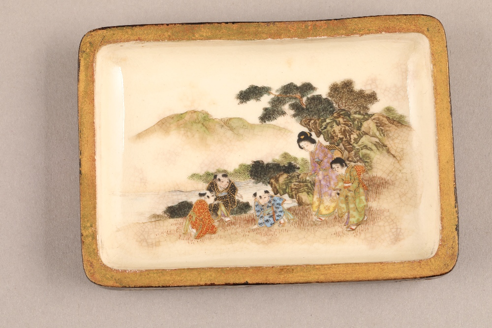 Japanese satsuma rectangular trinket box and cover, decorated internally and externally with - Image 5 of 10