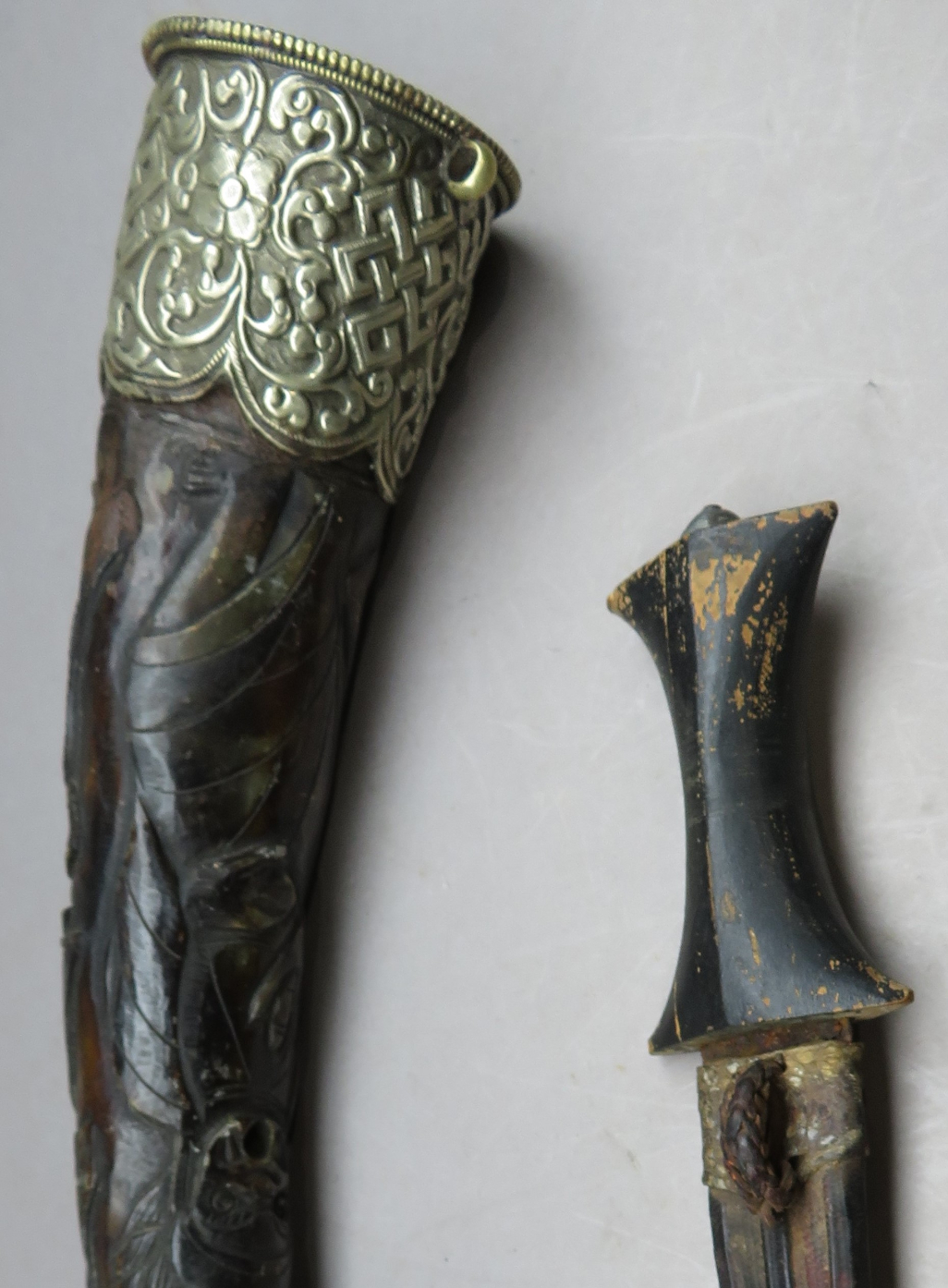 ‡ A NORTH AFRICAN DAGGER AND A SILVER-MOUNTED HORN