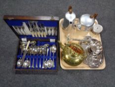 A tray of brass lamp,