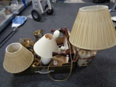 A box of lamps, table lamp, vase,