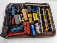 A tray of 00 gauge railway items,