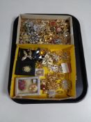 A tray containing a large quantity of costume brooches, cameo brooch etc.