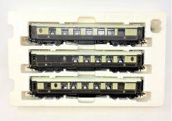 Hornby : Three 00 gauge pullman carriages 'Niobe', 'Car No 161 Third Class' and 'Car No.