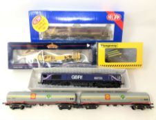 A tray of die cast locomotives to include: Bachmann Branchline 36-165 Plasser Tamper Machine