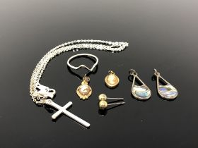 A small quantity of jewellery to include crucifix on chain,