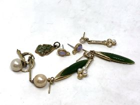 A small quantity of earrings