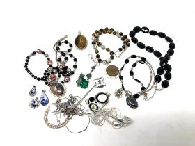 A collection of silver and white metal jewellery (Q)