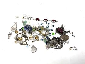 A collection of silver and other jewellery (Q)