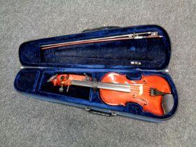 A Primavera 3/4 size student violin with bow in case