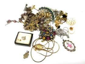 A small collection of costume jewellery, brooches,