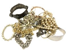 A small quantity of costume jewellery, hinged bangle,