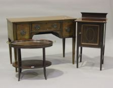 An Edwardian mahogany two-tier étagère with removable glass tray top, height 52cm, width 68cm,