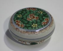 A Chinese famille verte porcelain circular box and cover, Kangxi period, the top painted with a