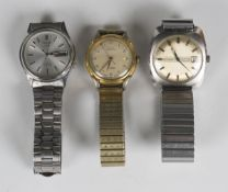 A Seiko 5 Automatic stainless steel cased gentleman's bracelet wristwatch, the signed silvered