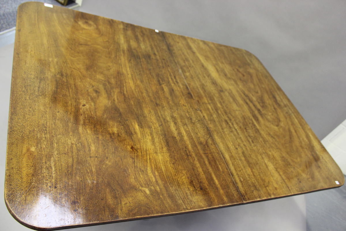 A Regency mahogany twin pedestal dining table with single extra leaf, height 73cm, extended length - Image 3 of 4