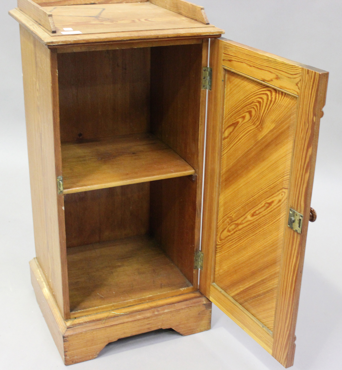 An early 20th century pitch pine bedside cupboard, height 83cm, width 39cm, depth 38cm.Buyer's - Image 4 of 6
