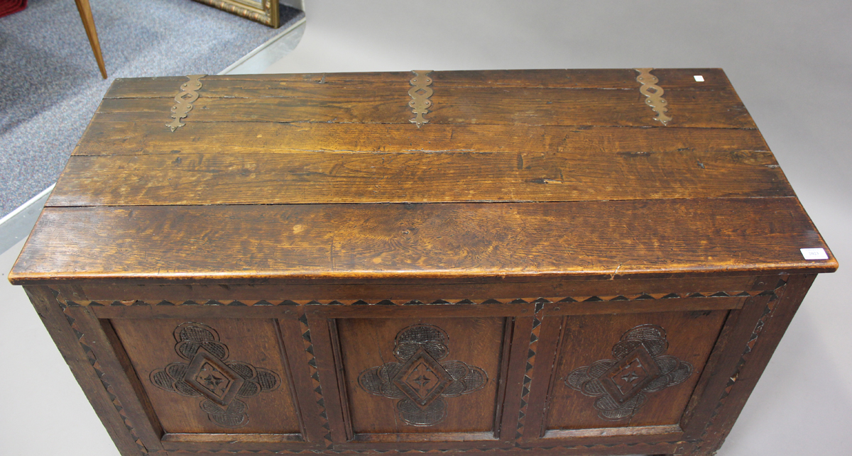 An early 18th century oak coffer with inlaid borders, the hinged lid above a triple panel front with - Image 4 of 6
