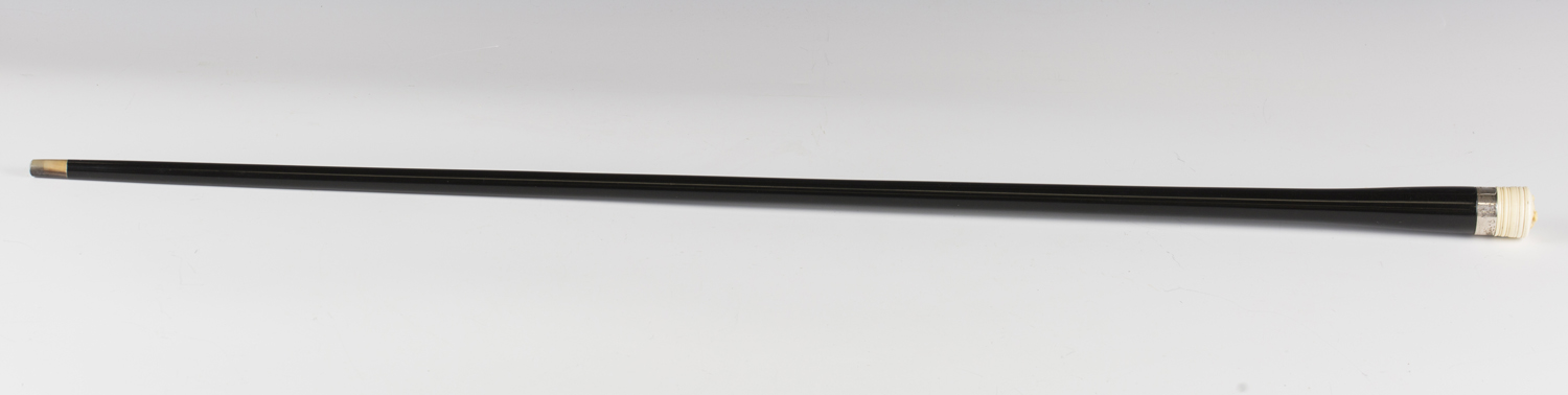 An Edwardian ebonized walking cane, the ivory handle top finely carved with the portrait of a dog' - Image 3 of 7