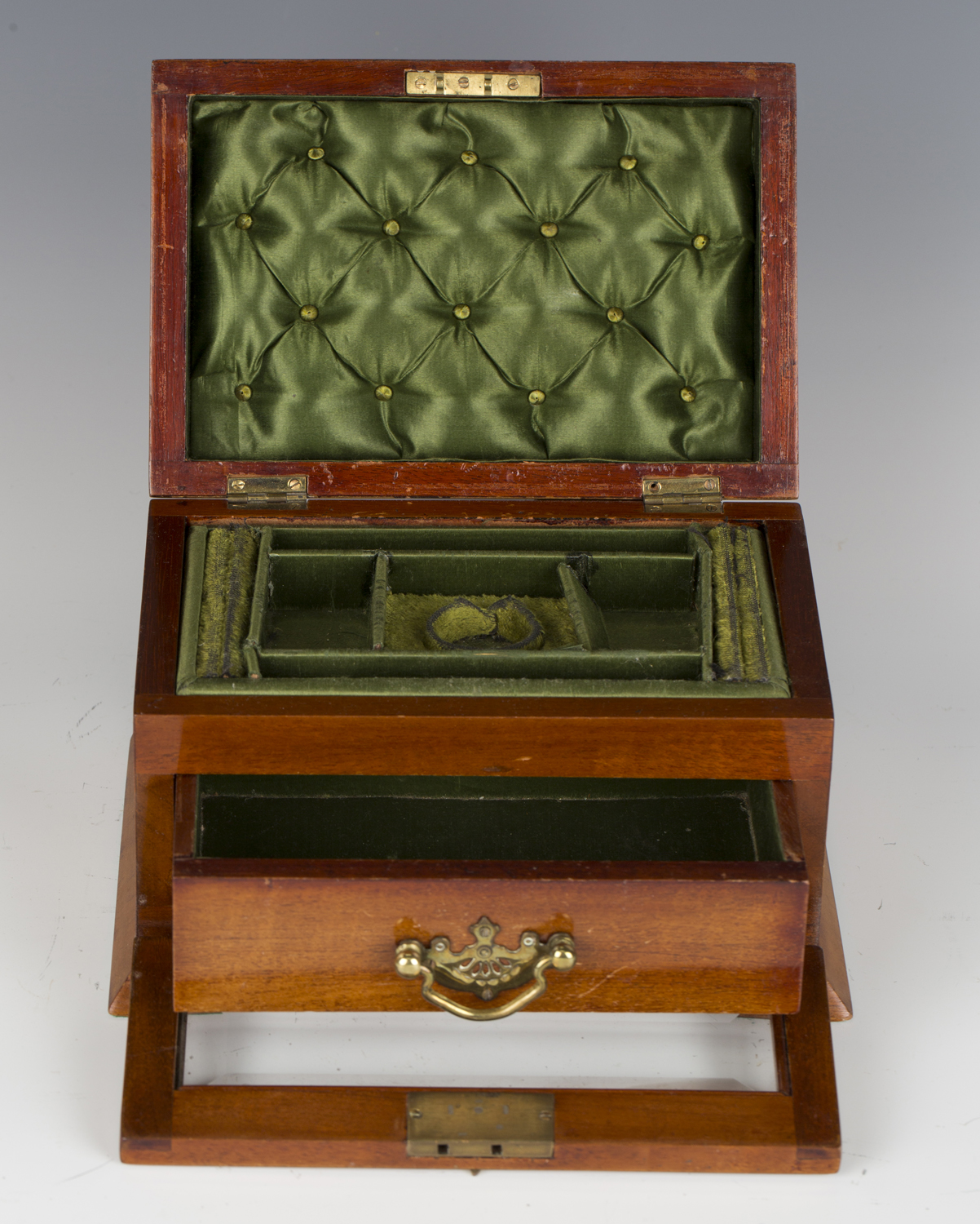 An Edwardian satin mahogany jewellery casket, the hinged lid and glazed fall-front enclosing a - Image 3 of 3