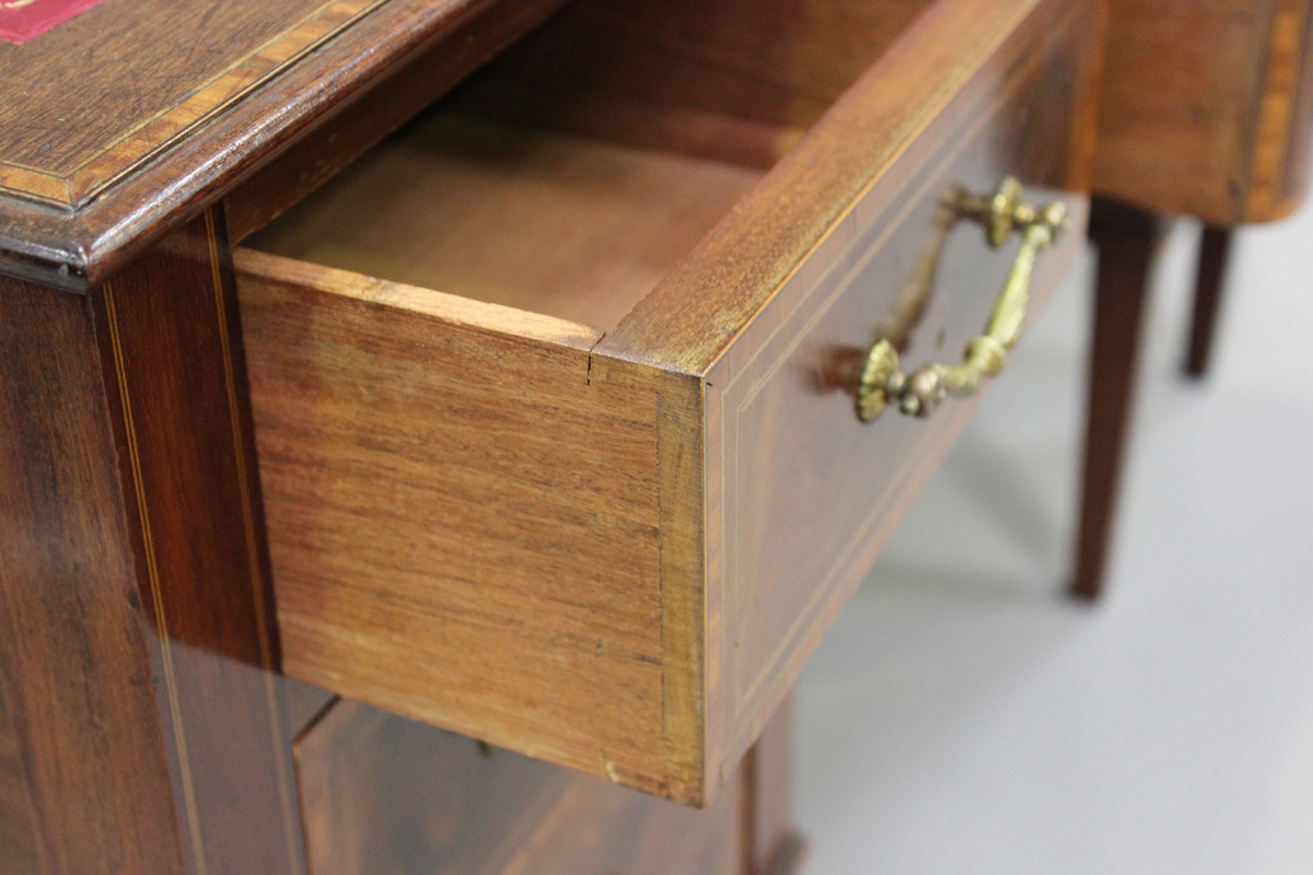 An Edwardian mahogany twin pedestal desk, fitted with seven drawers, height 77cm, width 137cm, depth - Image 6 of 7