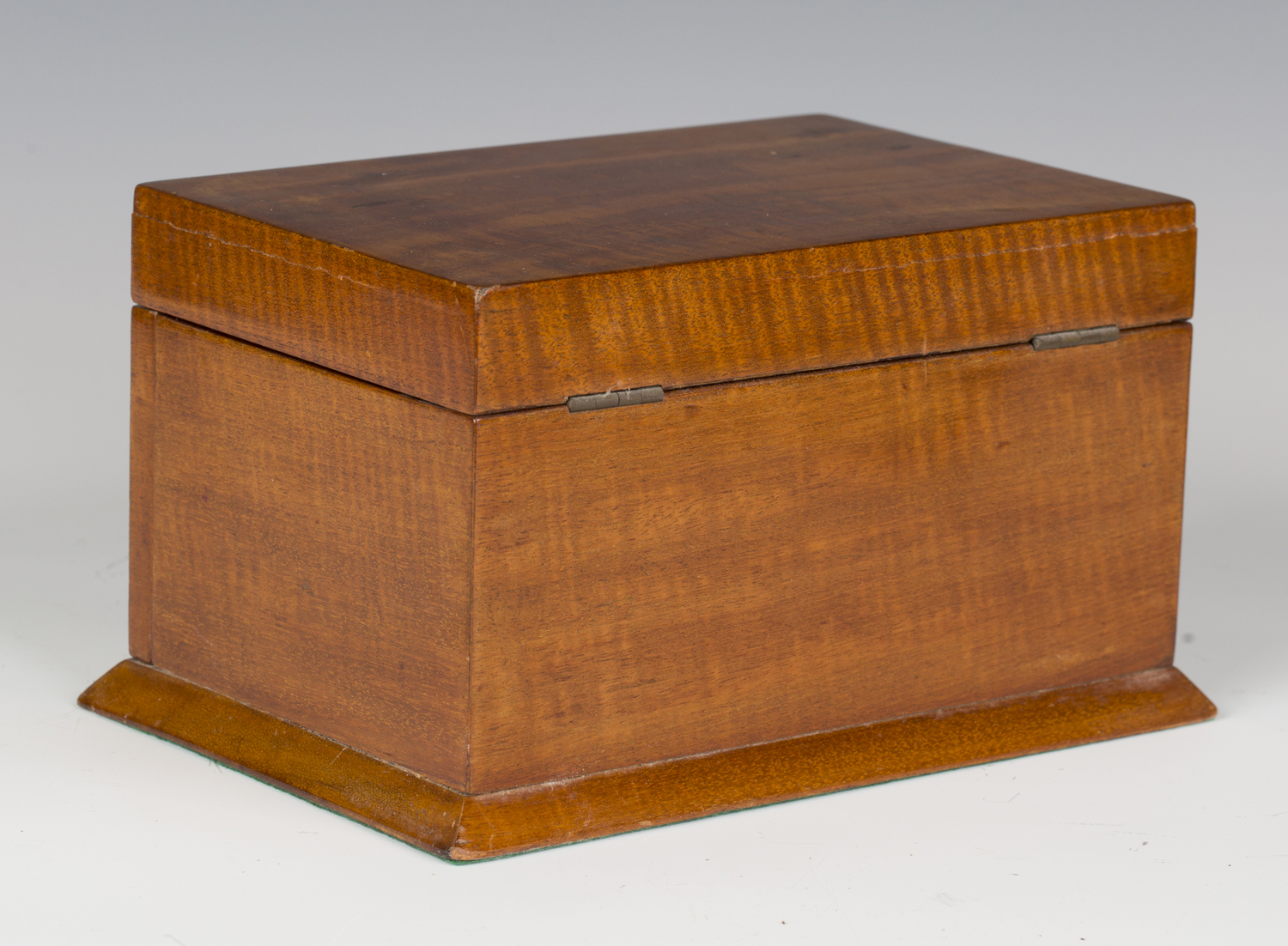 An Edwardian satin mahogany jewellery casket, the hinged lid and glazed fall-front enclosing a - Image 2 of 3