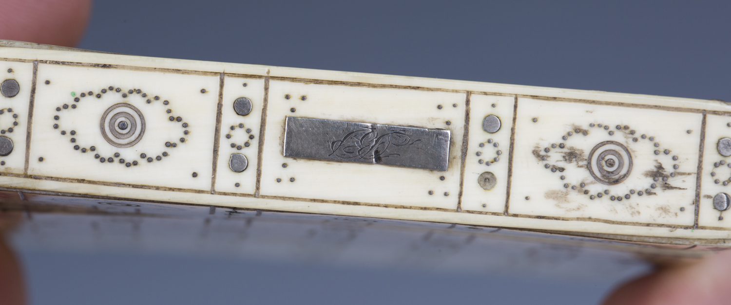 A 19th century ivory and piqué inlaid visiting card case, engraved with an overall brickwork effect, - Image 3 of 5