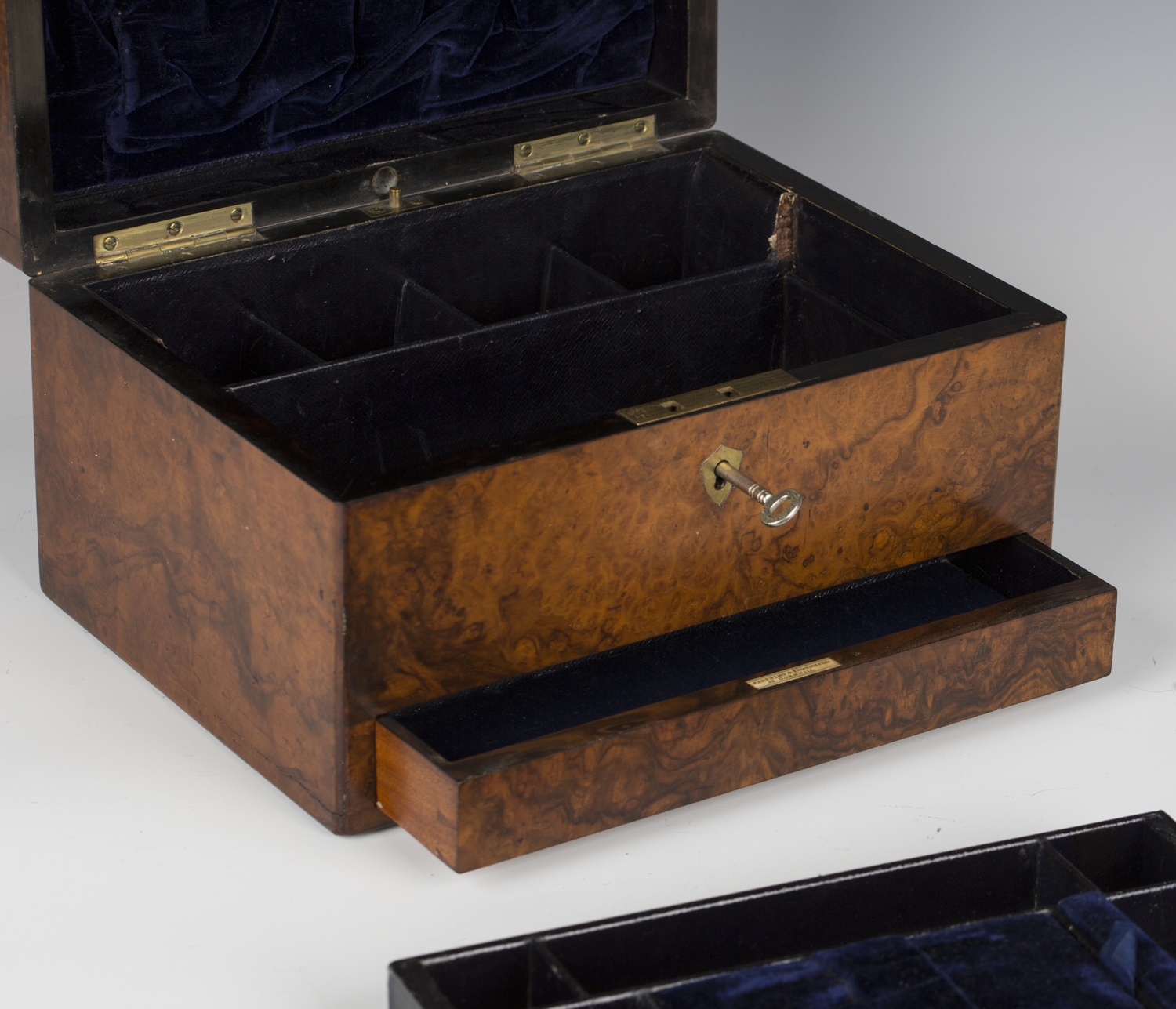 A mid-Victorian burr walnut jewellery box by Farthing & Thornhill, 42 Cornhill, the hinged lid - Image 4 of 5