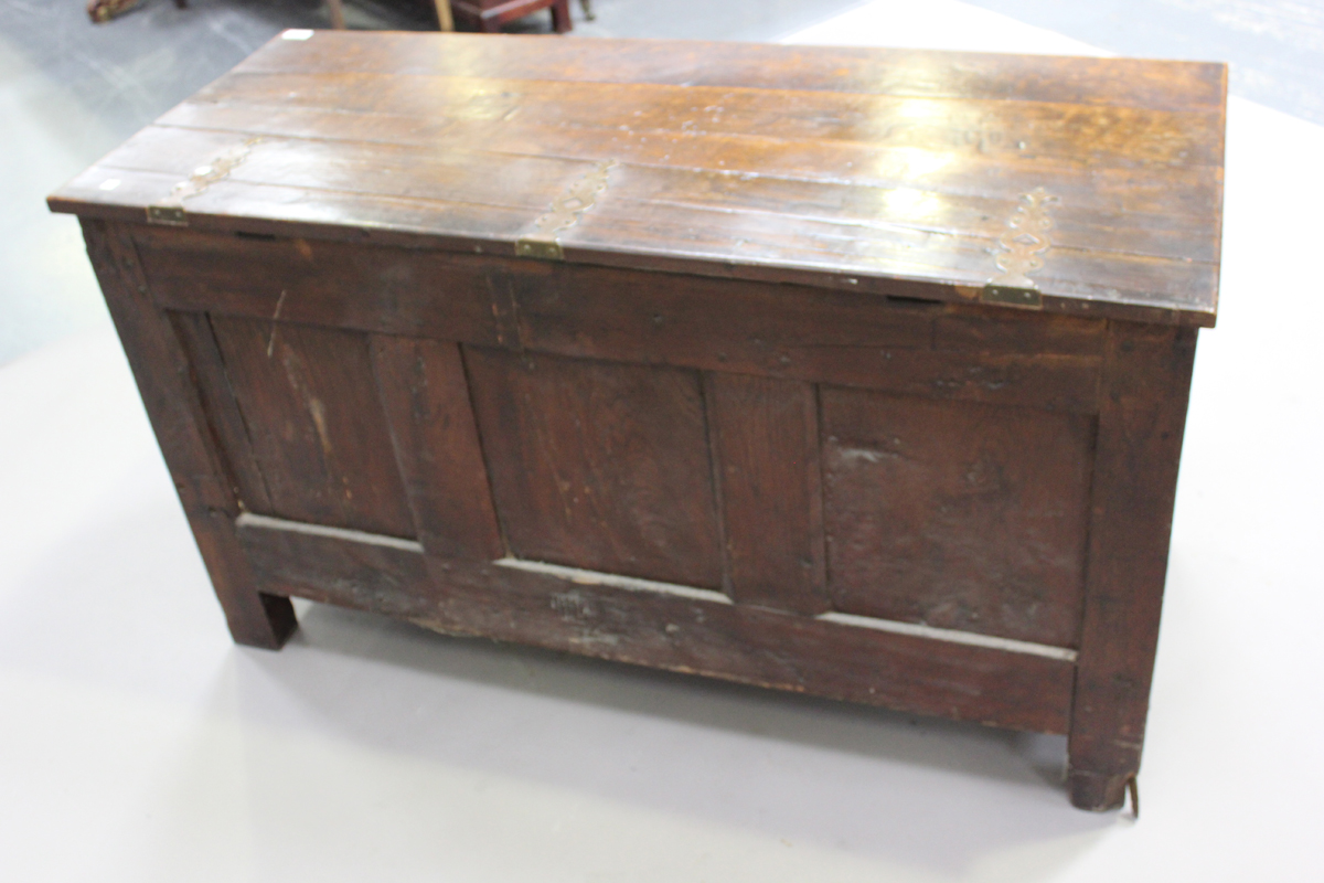 An early 18th century oak coffer with inlaid borders, the hinged lid above a triple panel front with - Image 3 of 6
