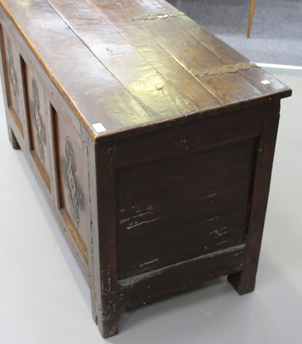 An early 18th century oak coffer with inlaid borders, the hinged lid above a triple panel front with - Image 2 of 6