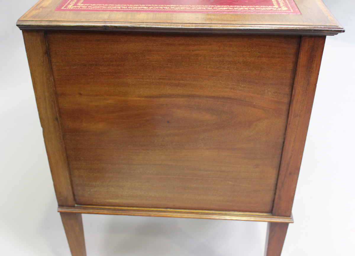 An Edwardian mahogany twin pedestal desk, fitted with seven drawers, height 77cm, width 137cm, depth - Image 2 of 7