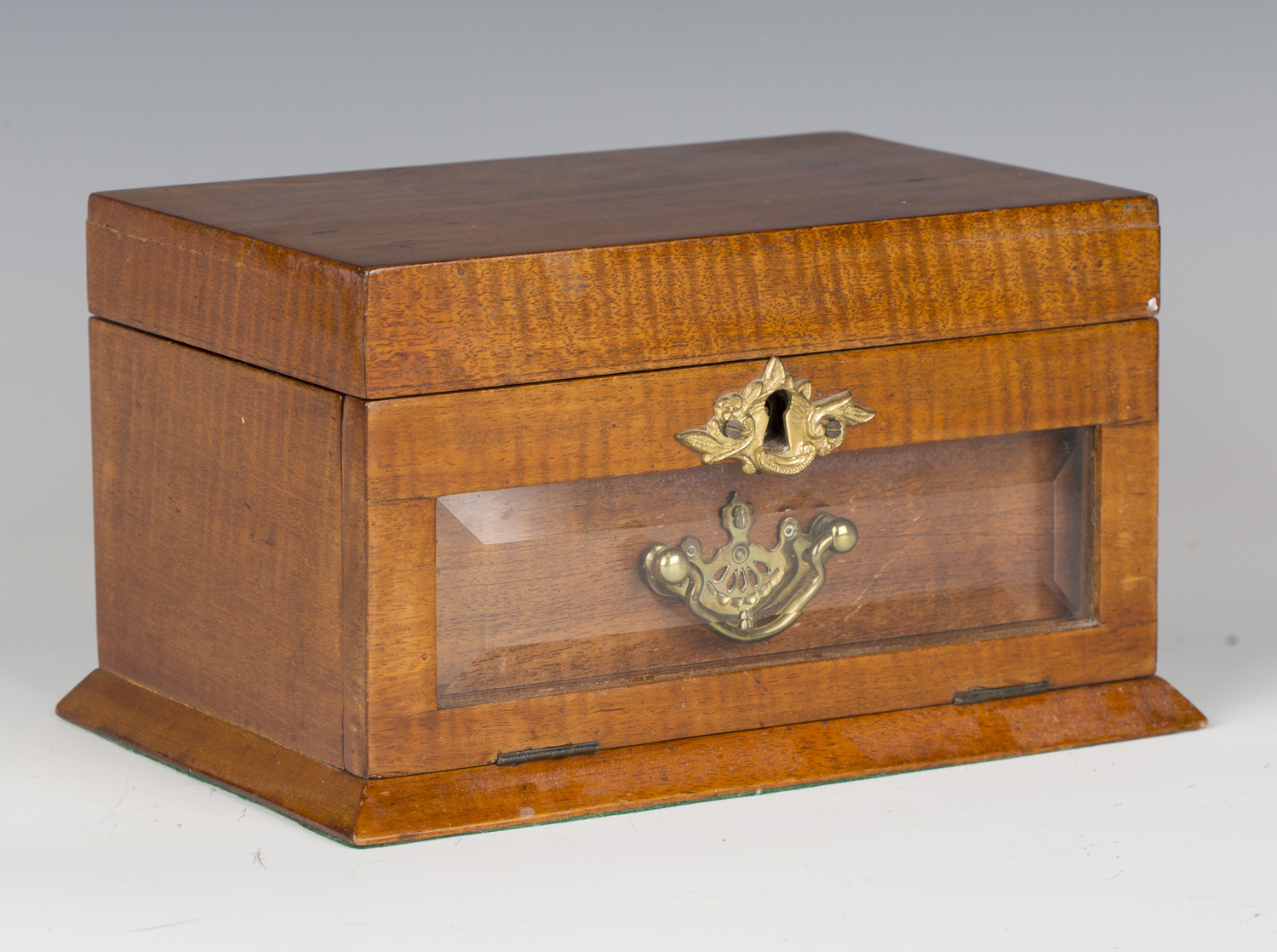 An Edwardian satin mahogany jewellery casket, the hinged lid and glazed fall-front enclosing a