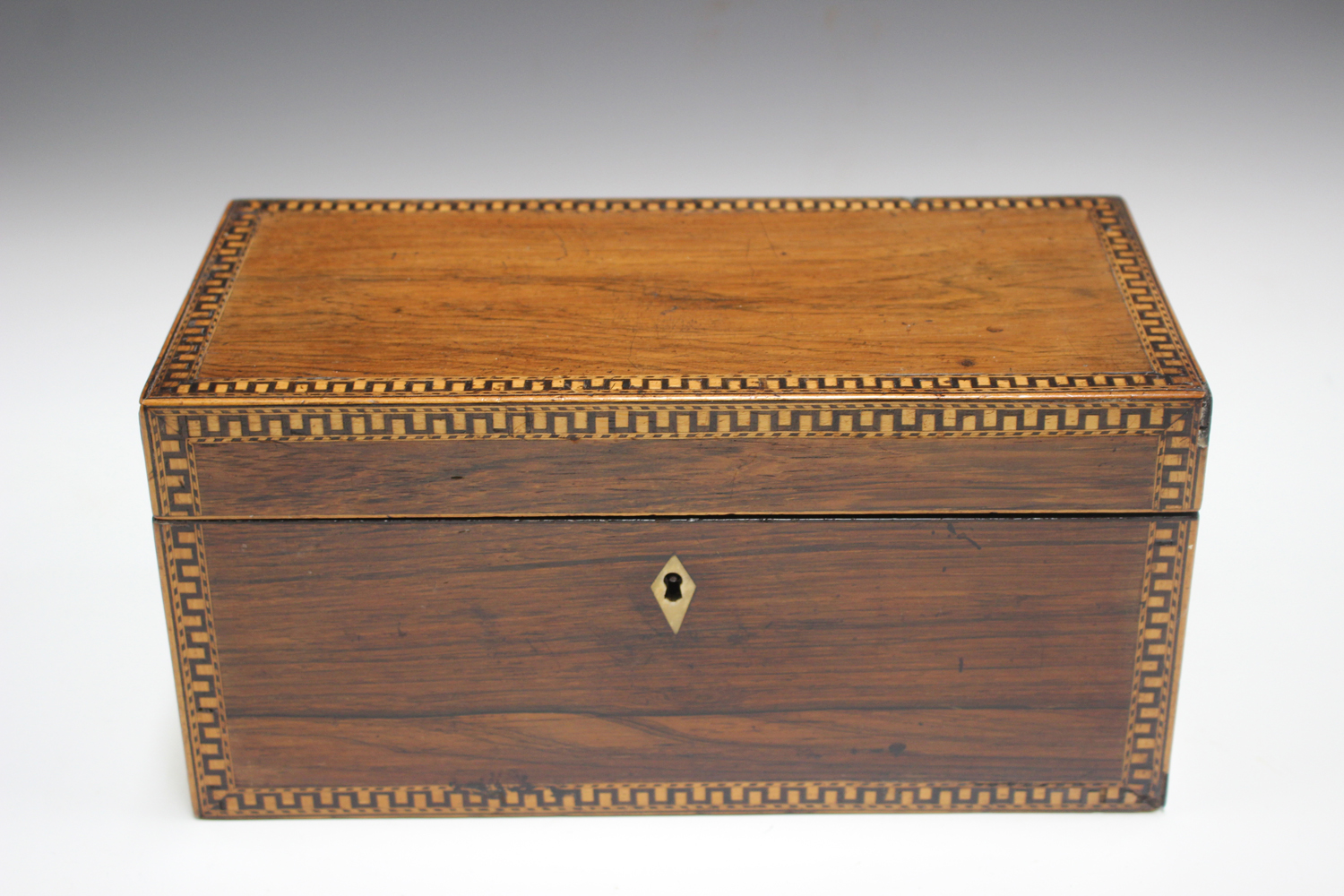 A George III rosewood tea caddy with inlaid running scroll borders and applied gilt metal phoenix - Image 10 of 10