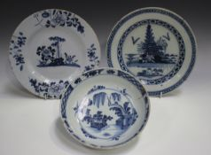 A London Delft plate, late 18th century, blue painted with a chinoiserie landscape, diameter 23cm,