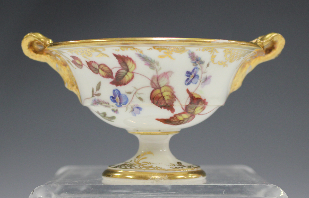 A small English porcelain two-handled footed bowl, probably Spode, early 19th century, of circular - Image 7 of 7