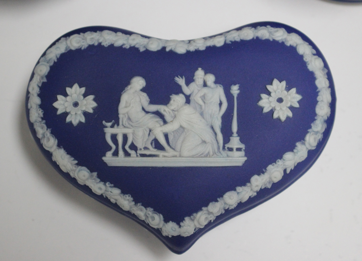 Five pieces of Wedgwood blue and blue dip jasperware, 20th century, comprising three boxes and - Image 2 of 3