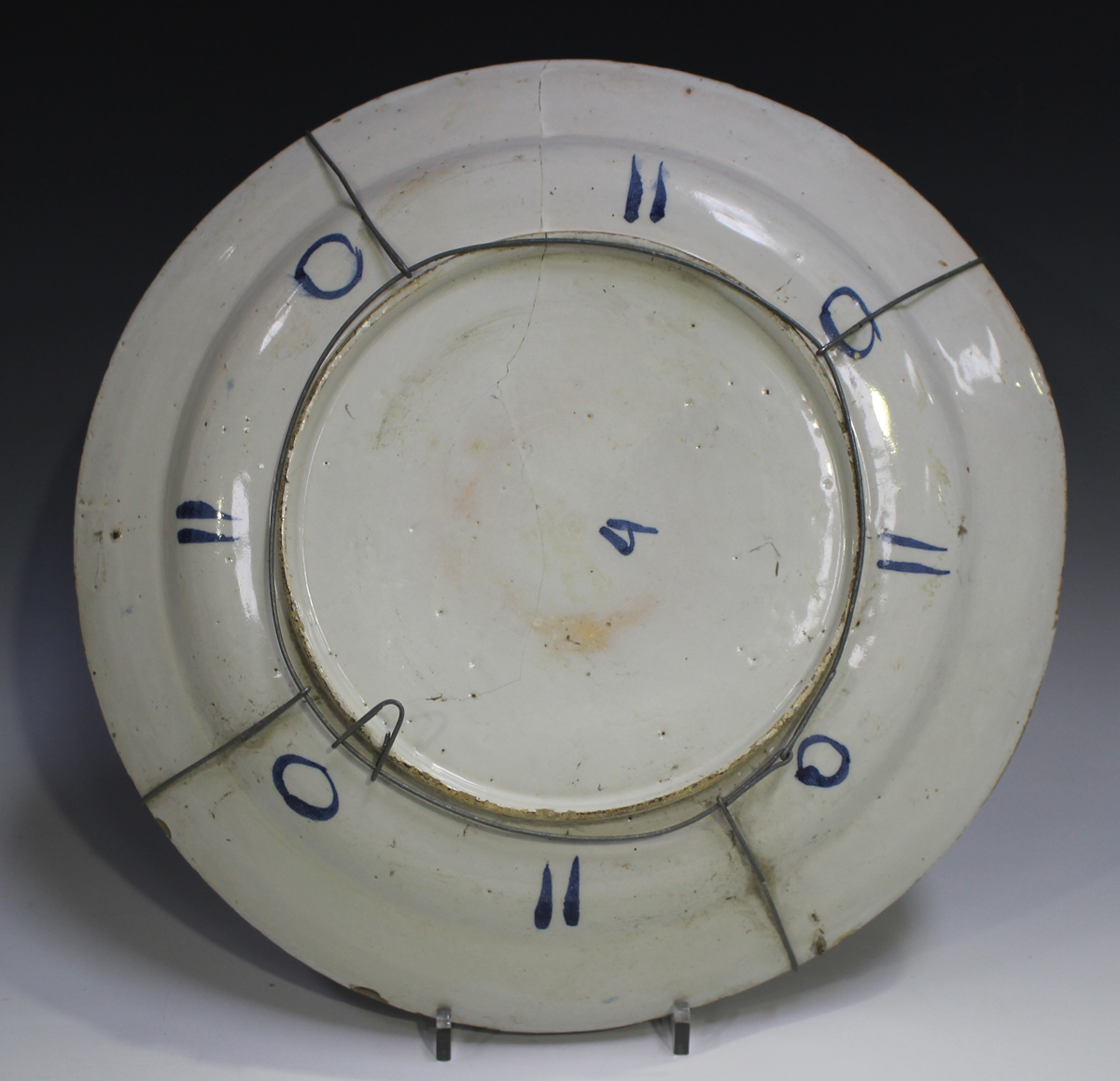 An English Delft charger, Bristol, 18th century, painted in blue, green and red with a chinoiserie - Image 7 of 7