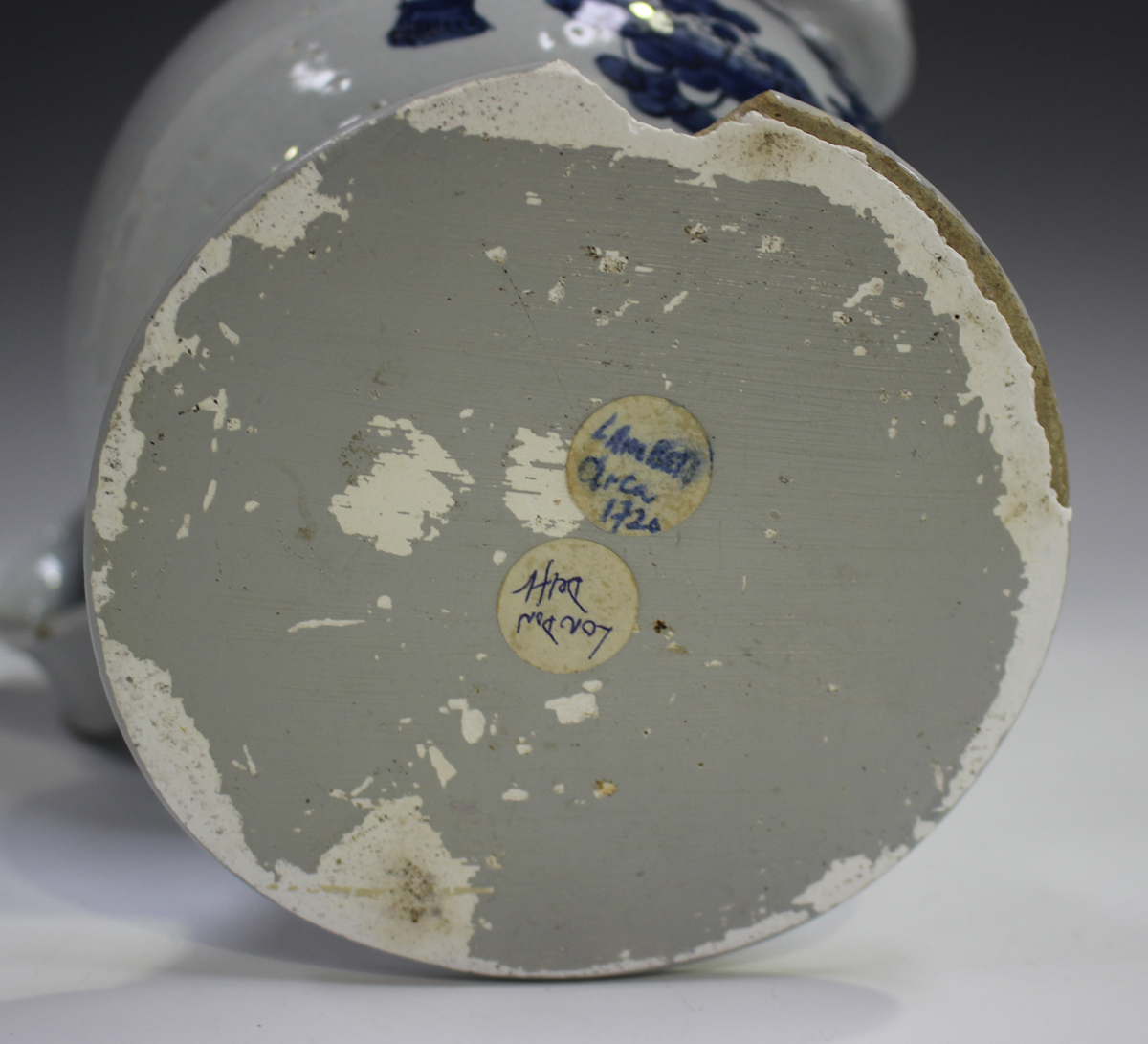 A Delft wet drug jar, 18th century, the globular body painted in blue with a cartouche, titled 'S: - Image 5 of 9